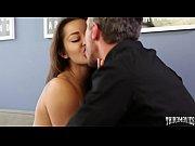 Порно фильм девушки ссут парням в рот