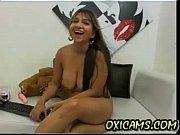 Видео девушка через вебку показывает парню свои прелести фото 806-127