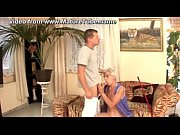 Оболденный минет зрелой русской мамы с куксой на голове