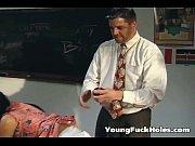 Смотреть видео как девушка бреет себе писю вк