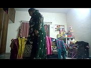 Девушка показывает жопу сиськи и пизду в камеру