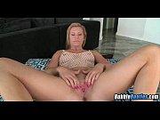видео онлайн танцует голая