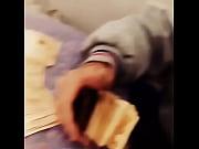 Зрелая женщина в чулках раздвигает ноги смотреть онлайн