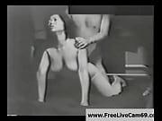 Порно мать достала сына за дрочкой