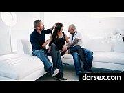 Парень целует грудь и возбуждает девушку любительская съемка