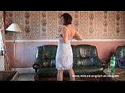 Девушки трут свои попе на полу