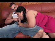 Женщины осматривают голых призывников