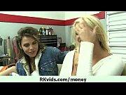 Порно девушка смотрит как парень трахает её подругу