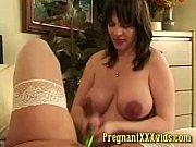 Порно смотрит как ебет ее жену