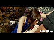 Огромный дилдо в жопу секс видео
