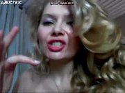 Смотреть видео девушек как они раздевают друг друга