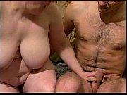 Мужики трахают девчёнок в сауне