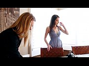 Женщины в лифчиках смотреть онлайн