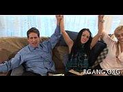 Мастурбируящая девушка видео жесть