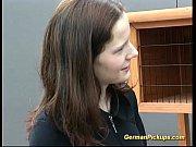 Видео малоденькой девки суют врот большой член