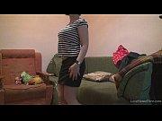 Четвера мужчин на силывают одну девушку видео