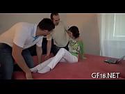 девушки пускают струйки из своих пизденок