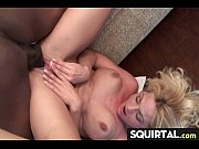 Порно женскаясперма течет с пизді
