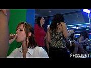 Жена с подругой имеет мужа страпоном видео