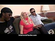 Трансексуал с огромным членом трахает своего парня видео