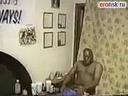 Грудастую маму блондинку трахает друг в ванной порно