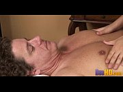 Русская оргия два молодых парня ебёт зрелую мамку в рот и задницу фото 14