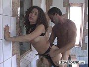 Порно в попу с зади на кровате