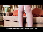 Порно видео девушки мастурбирующей на кухне
