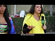 Толстая женщина показывает свою писку видео