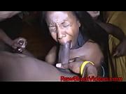 Видео как трахать надувную девку