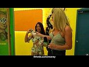 Горячая блондинка присоединилась к молодым лесбиянкам фото 19