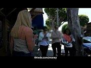 Горячая блондинка присоединилась к молодым лесбиянкам фото 2