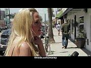 Горячая блондинка присоединилась к молодым лесбиянкам фото 6