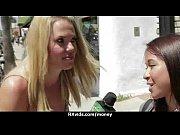 Горячая блондинка присоединилась к молодым лесбиянкам фото 7