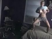 Секс с юной мулаткой на кровати