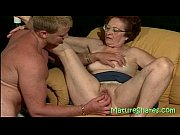 смотреть порно онлайн как мамаша трахает дочку