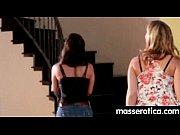 Видео фигуристые девушки с большими сисями мастурбируют дилдо