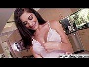 Porno tubik грудастая крошка развлекается с трахарем
