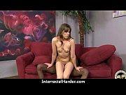Девушка получает сквирт оргазм при помощи секс машины видео