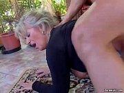 Порно подруга лижет сперму из попы