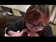 Жена мастурбирует для мужа на веб камеру