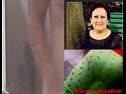 Стала раком и ее влагалище слегка приоткрылось когда ее ебут в зад