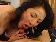 義母の肉感的な女体隆起を目の前にして義息はゴクリと思わず息をのんだ。……近親相姦セックス
