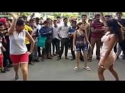 Девушки в колготках сидят на лице мужиков доминирование видео скача