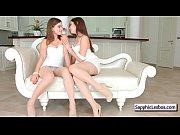 Порно девушки смотрят порно и мастурбируют
