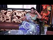 saree aunty seducing an...