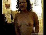 баба трахает страпоном видео