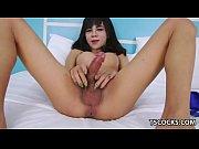 Длинноногая блондинка в порно с анальным фистингом