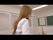 色白で肌が綺麗な女子校生にたっぷりと口内射精