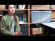 Смотреть онлайн видео девушка показывает письку на улице